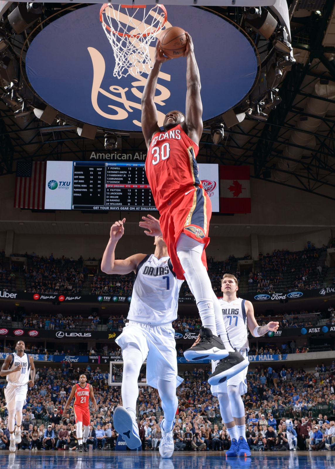 Julius Randle #30 of the New Orleans Pelicans dunks against the Dallas Mavericks on March 18, 2019 at the American Airlines Center in Dallas, Texas.