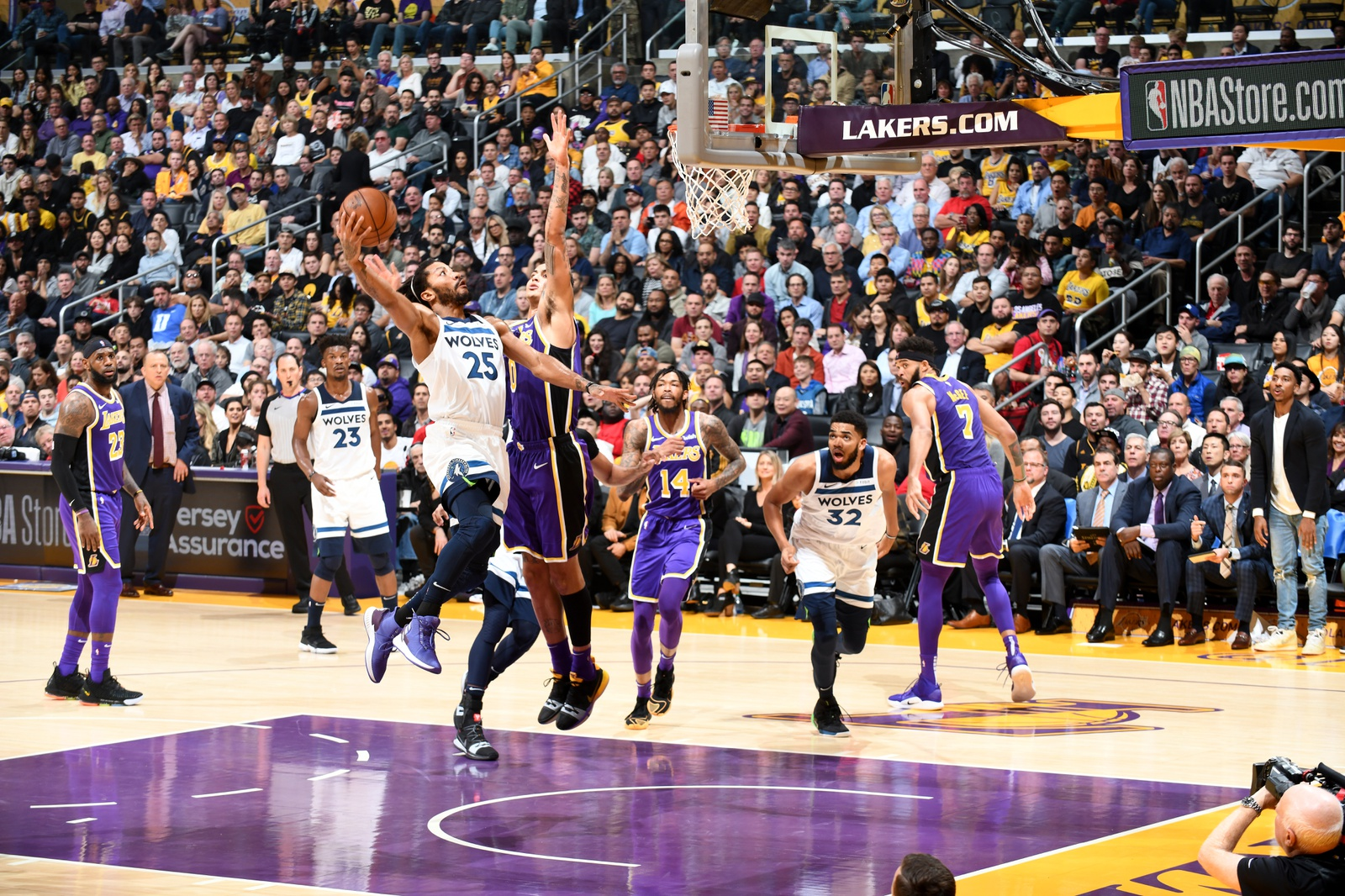 Derrick Rose #25 of the Minnesota Timberwolves shoots the ball against the Los Angeles Lakers on November 7, 2018 at STAPLES Center in Los Angeles, California.