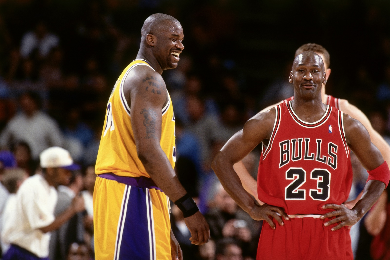 Shaquille O'Neal #34 of the Los Angeles Lakers jokes with Michael Jordan #23 of the Chicago Bulls on February 1, 1998 at The Forum in Inglewood, California.