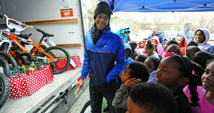 Rondo Delivers Gifts to Boys and Girls Club