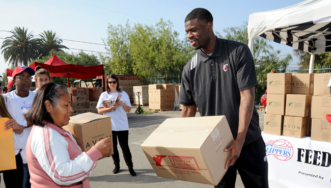 Clippers Feed the Community