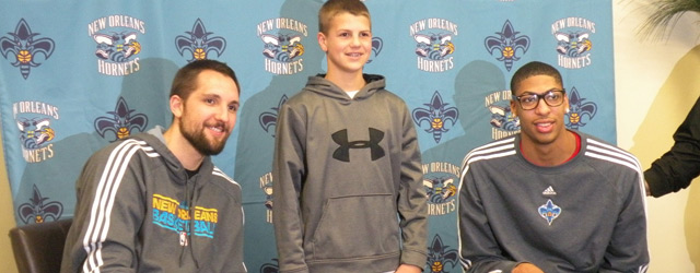 Anderson, Davis Enjoy All-Star Balloting Event at Aaron's