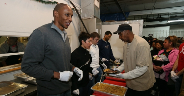Monty Williams hosts meal for 200-plus at NOLA Mission