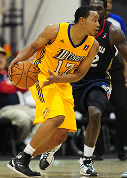 Lakers assignee Andrew Goudelock #17 of the Los Angeles D-Fenders drives during a game against the Bakersfield Jam.<br />