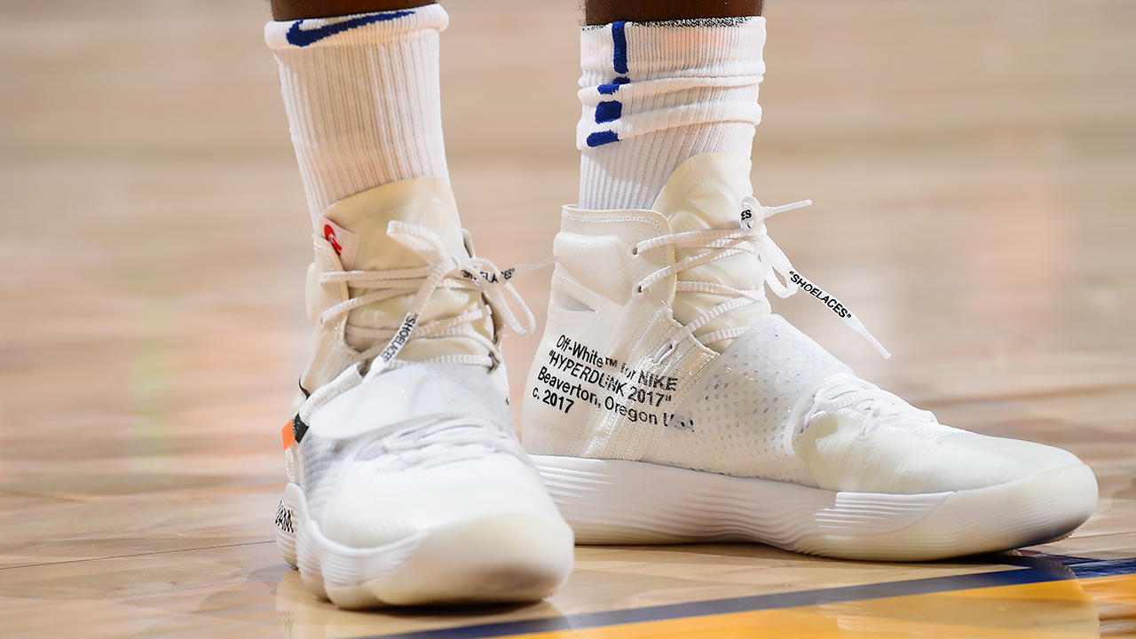 32970b30c7535 Draymond Green flexes in Off-White Hyperdunks on Opening Night