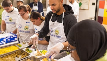 Bayless Helps Serve Thanksgiving Meals With Hain Celestial