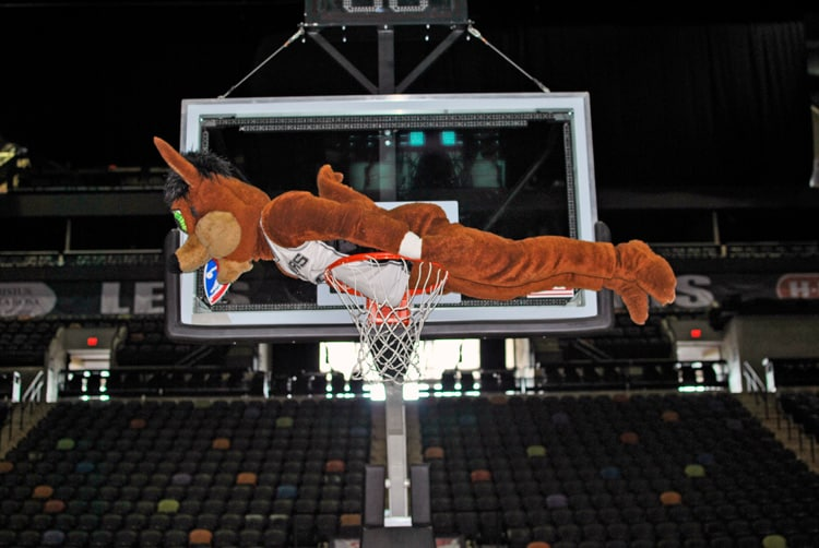 Coyote Planks At The At Amp T Center San Antonio Spurs