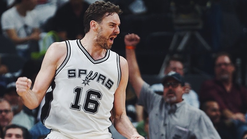 SPURS RE-SIGN PAU GASOL