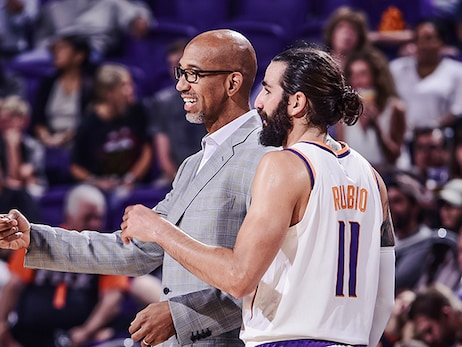 Williams Goes Beyond the Clipboard in Teaching Lessons in Suns Locker Room