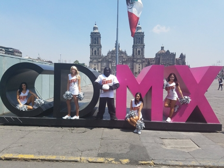 Suns Gorilla, Dancers Explore Mexico City