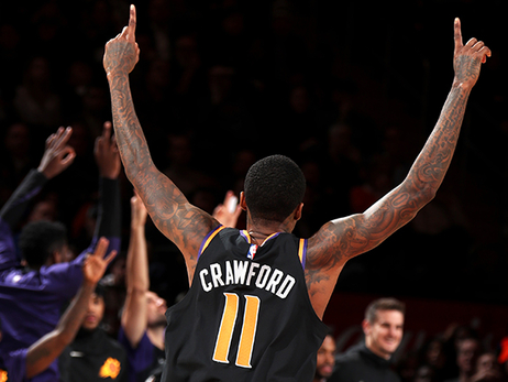 Crawford Notches Career-High 14 Assists in Suns Third Straight Win