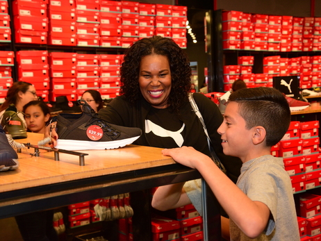 Season of Giving: Puma Shopping with the Ayton Family