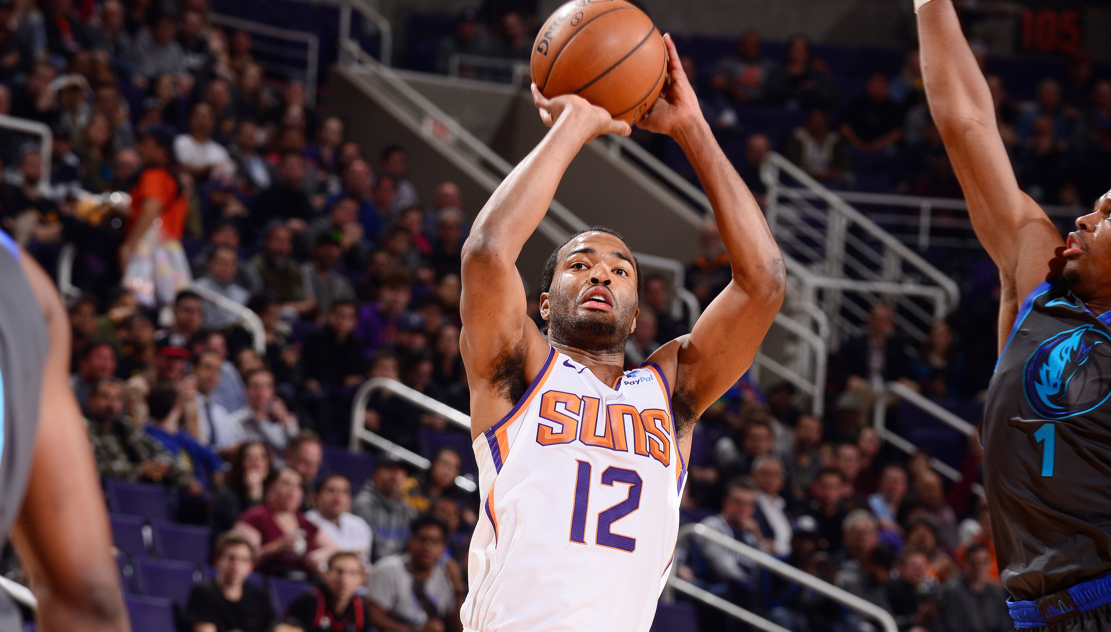 T.J. Warren Leads the Way in Suns Victory Over Mavericks