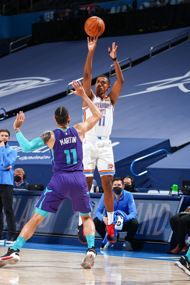 Five Thunder players scored in double-figures on 29 total assists in Wednesday's game against the Hornets. (Photo by Zach Beeker | OKC Thunder)