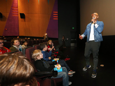 Carmelo Anthony Takes Students to the Movies