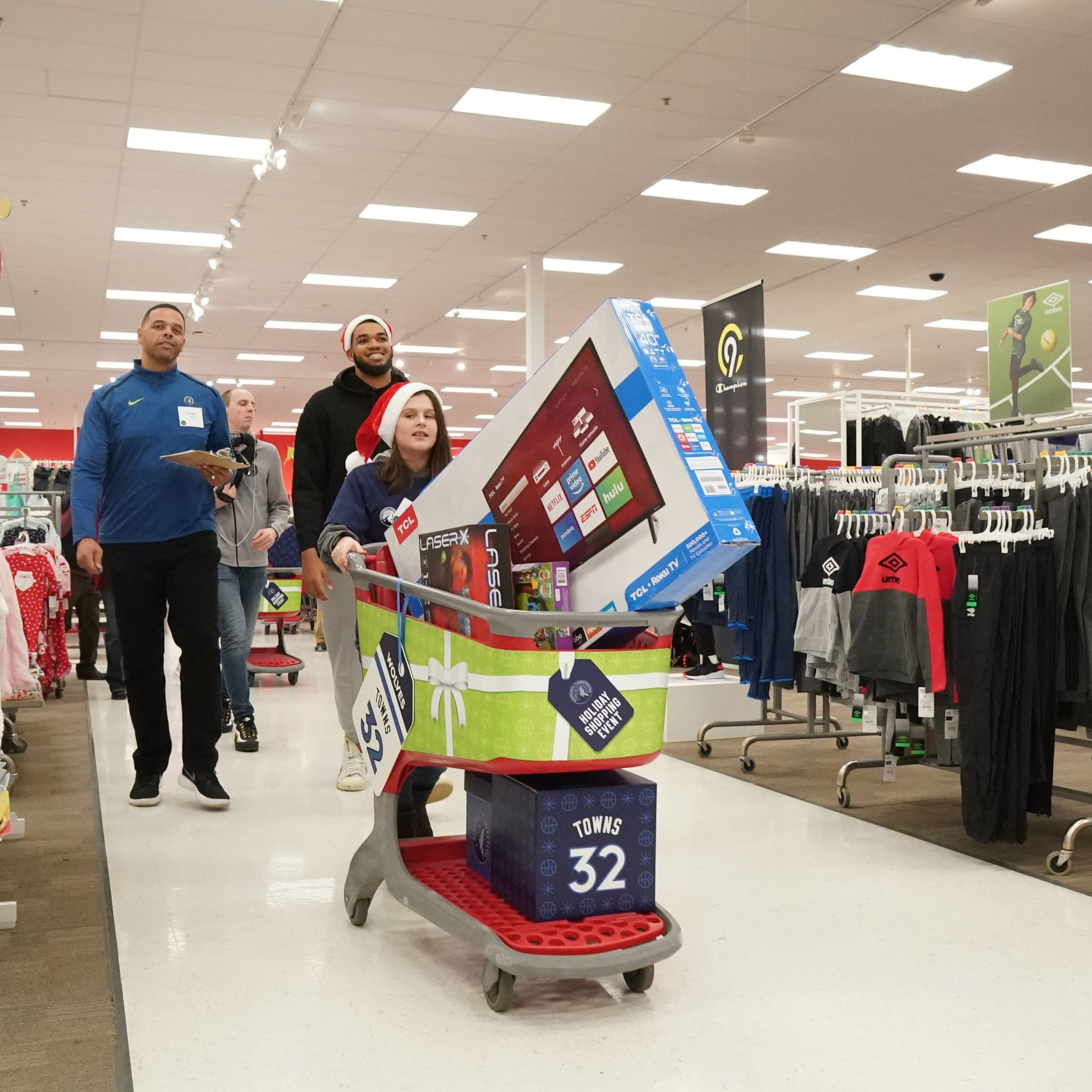 Gallery | 2018-19 Timberwolves Holiday Shopping For Kids