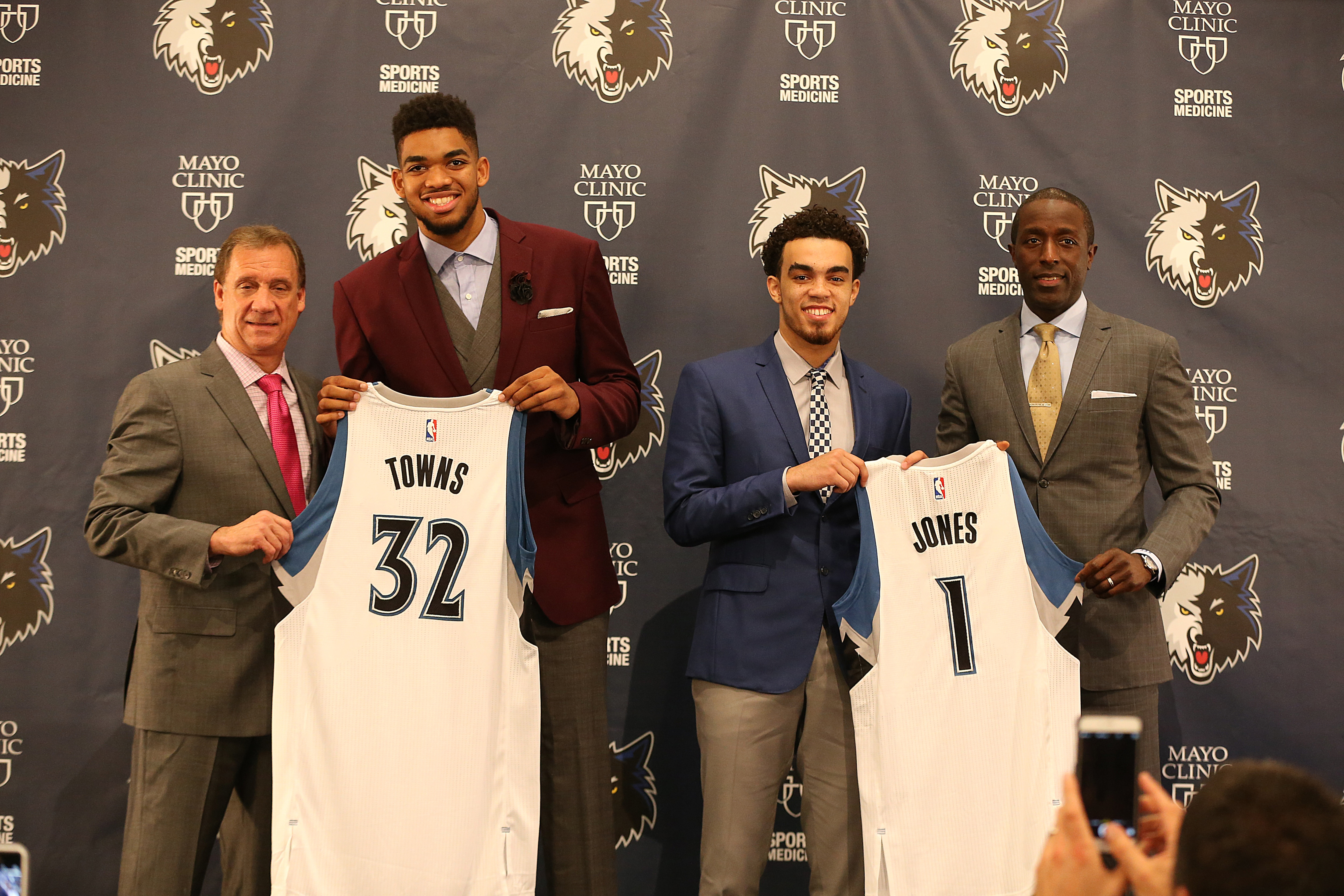 Photo Gallery | Wolves All Staff Reading Day | Minnesota Timberwolves