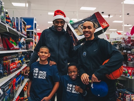 Gallery | 2019 Timberwolves Holiday Shopping For Kids