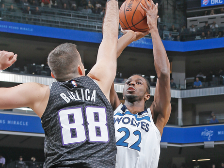 Wolves Fall To Kings In Road Shootout