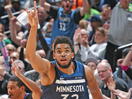 Butler and Towns Put The Past Behind Them, Spark Wolves' Game 3 Win