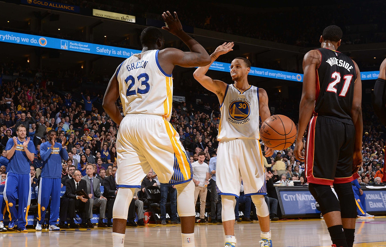 Curry's Splashes Sink the Heat   Golden State Warriors