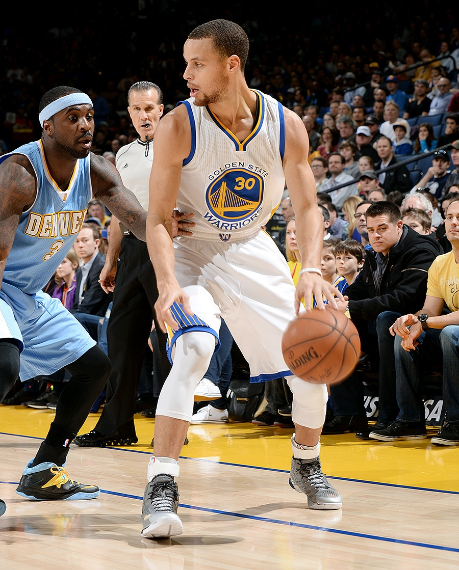 Warriors Breeze Past Nuggets