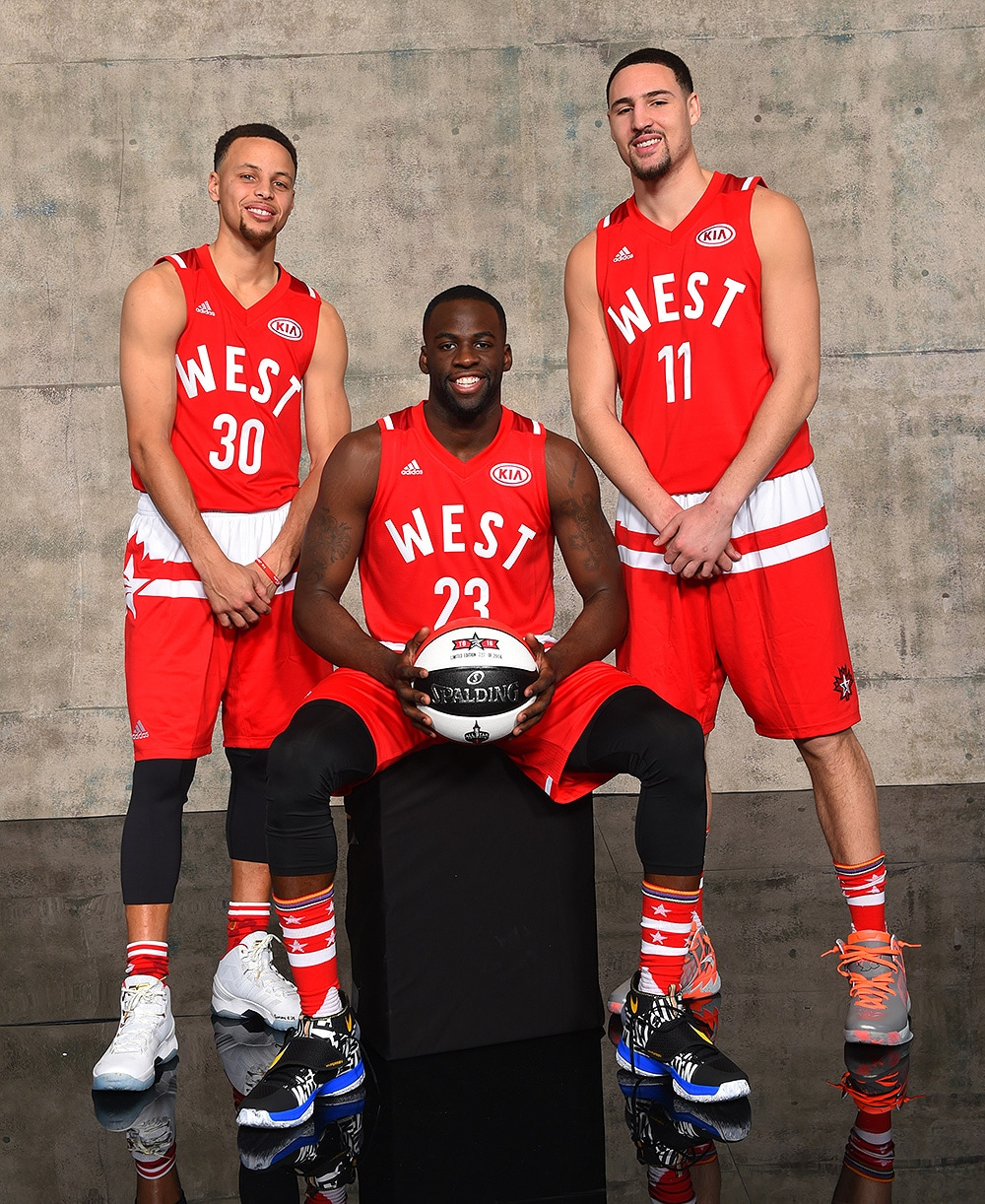 37cace9e971 Curry Splashes and Smashes as West Win All-Star Game
