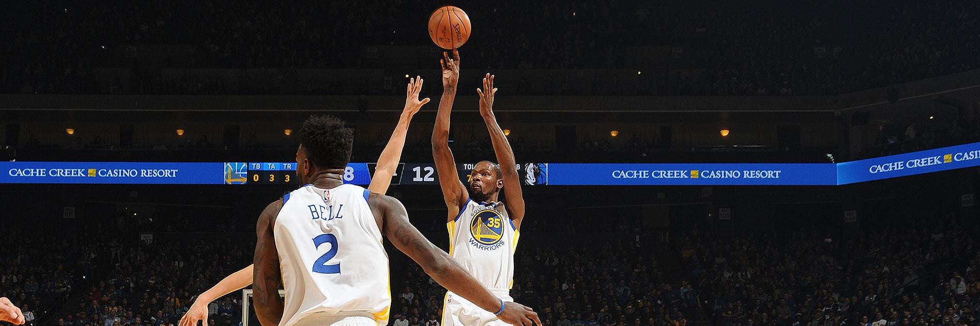 Strong Second Half Propels Dubs Past Mavs | Golden State Warriors