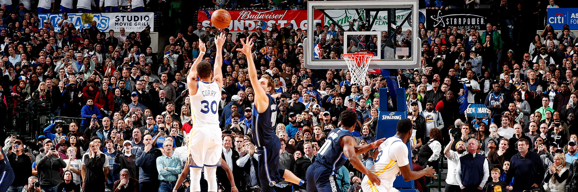 Curry Sinks Game-Winner Over Mavericks | Golden State Warriors