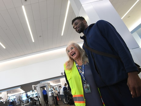 Gallery: Wiggins, Lee with United at SFO