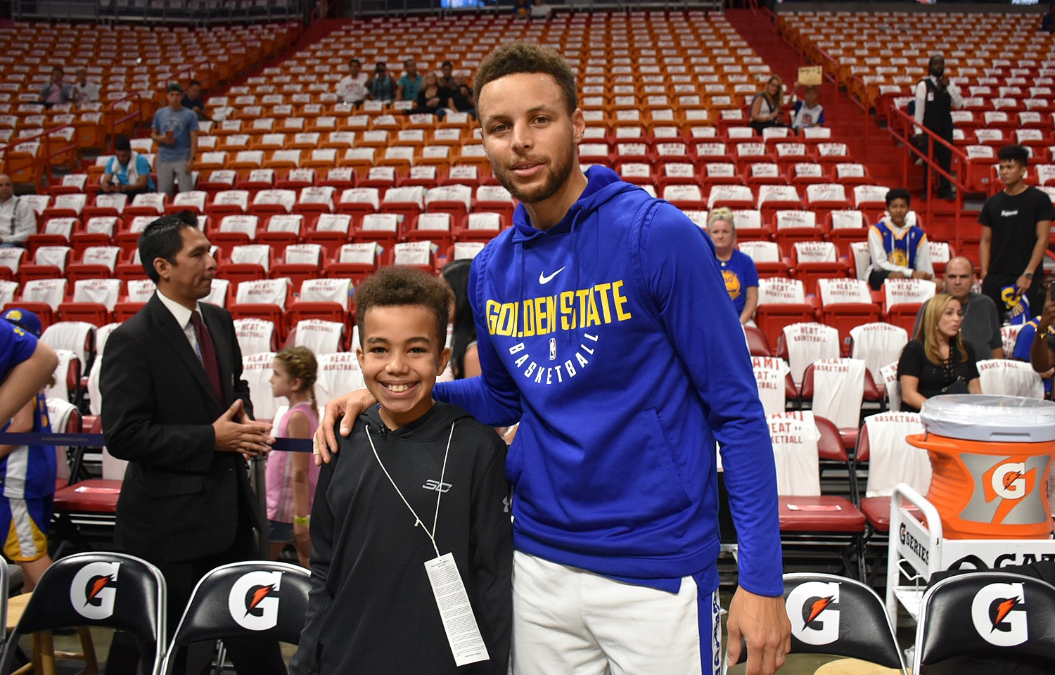Social media gone right stephen curry meets young warriors fan a sixth grader from hollywood florida malichi attended the warriors heat game m4hsunfo