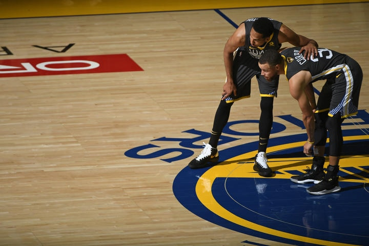 477f02609cb914 Curry Leads Warriors Over Cavs in Game 2