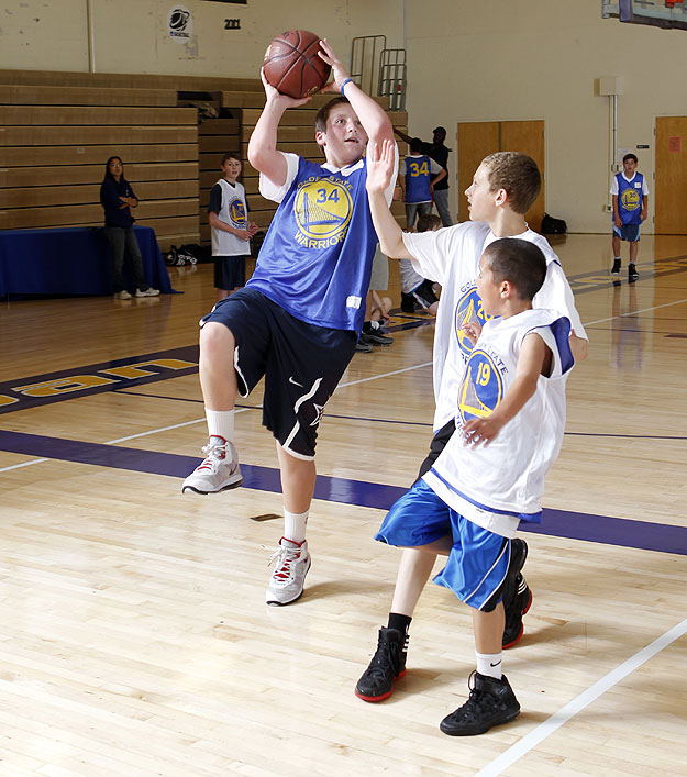 Warriors Youth Basketball Camp: Dorell Wright Visits Warriors Basketball Camp