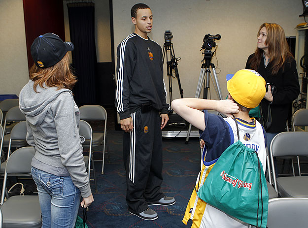 Stephen curry meet and greet 122010 golden state warriors warriors guard stephen curry visited with a family of warriors season ticket holders prior to the m4hsunfo