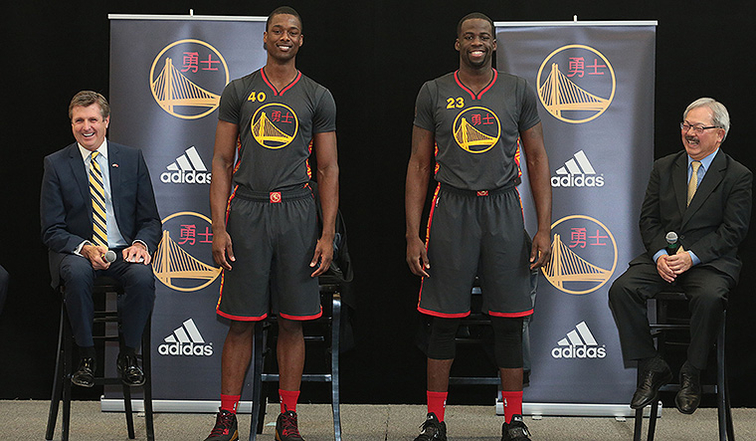 http://i.cdn.turner.com/drp/nba/warriors/sites/default/files/styles/story_main_photo/public/20150126-jerseyunveiling-760.jpg?itok=nzv_q7NX