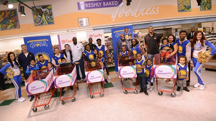 Warriors and Lucky Supermarkets Host Shop With The Warriors Supermarket Shopping Spree