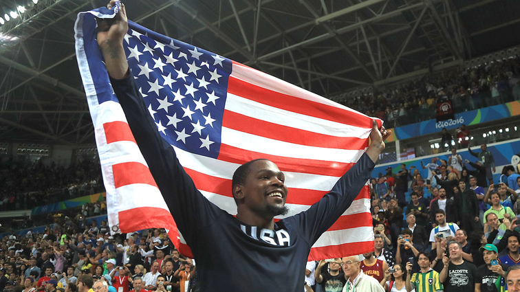Kevin Durant Share 2016 USA Basketball Male Athlete Of The Year Award