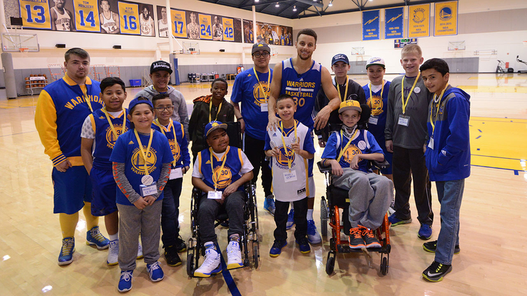 27fd95ef9dd0 Stephen Curry Hosts 14 Youth From Make-A-Wish® America