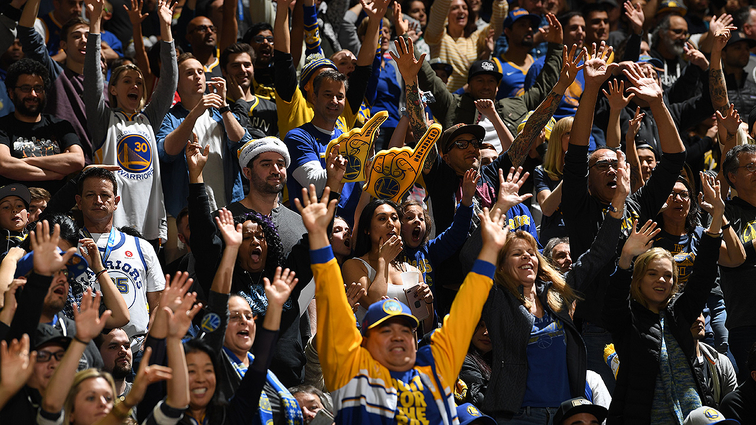 48bc4ba5984 Warriors Expected to Set New Franchise Sellout Record with 311 Consecutive  Capacity Crowds