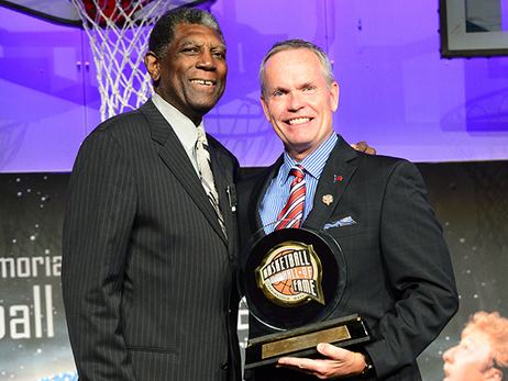Al Attles Receives Lifetime Achievement Award
