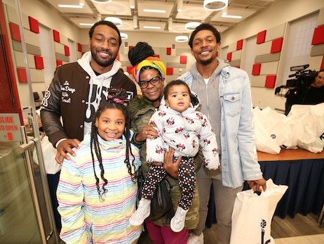 Beal, Wall distribute 1,000 turkeys to D.C. community
