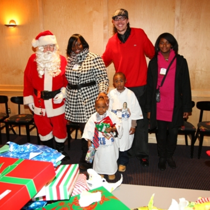 Mike Miller Gives Deserving Family Holiday Cheer
