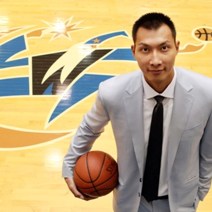 Wizards Introduce Yi Jianlian