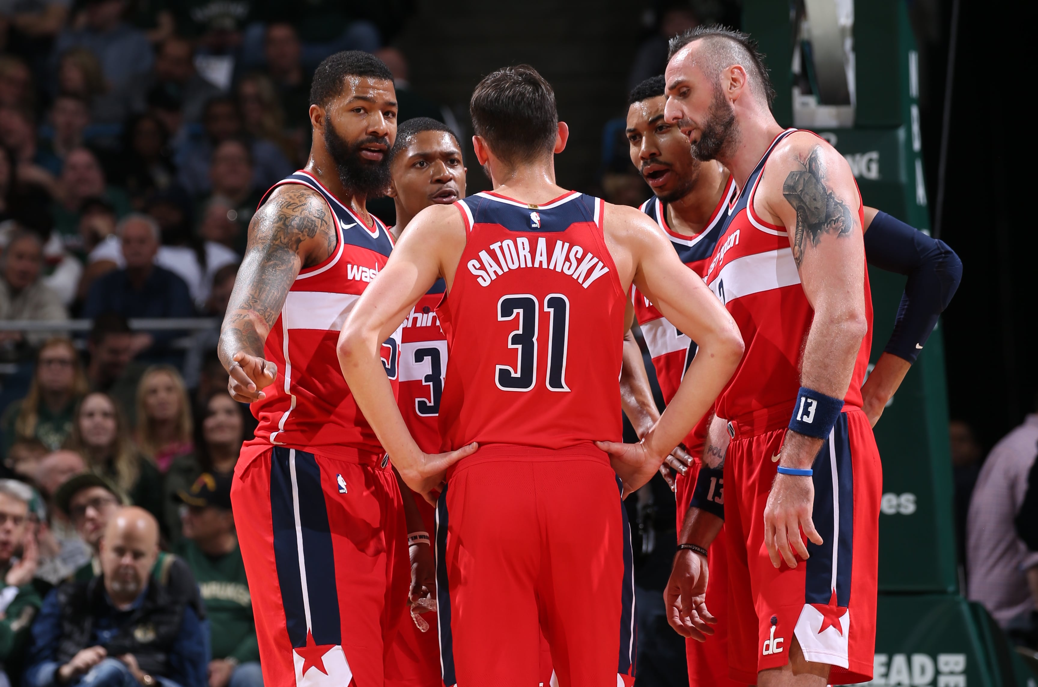 Wizards hold on for wire-to-wire win in Milwaukee ...